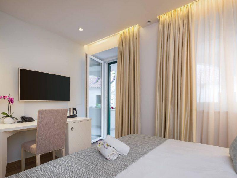 Room 102-4