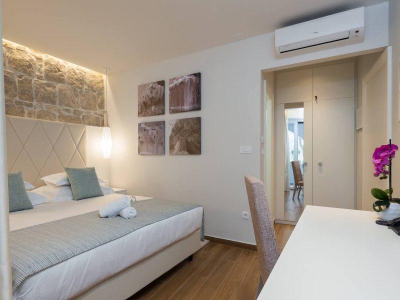 Room 102-5